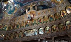 Doamne ajută să-i asculte cineva: preoții îi roagă pe credincioși să nu sărute icoanele, iar pe bătrâni să stea acasă