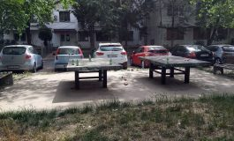 Niște gălățeni pârliți care nu au prins petrecerile din Herăstrău au organizat o șuetă cu alcool între blocuri