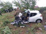 Familie distrusă pe o șosea din Galați: un bebeluș și părinții săi au murit după ce mașina în care se aflau a lovit frontal un tir
