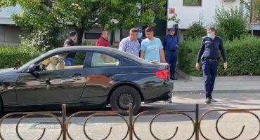"""Reglări de conturi în stradă la Craiova.""""Au venit trei maşini şi i-au înconjurat. I-au făcut praf"""""""