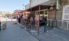 Distanțare socială în măsură bahică: terasele de la Piața Centrală sunt pline cu clienți