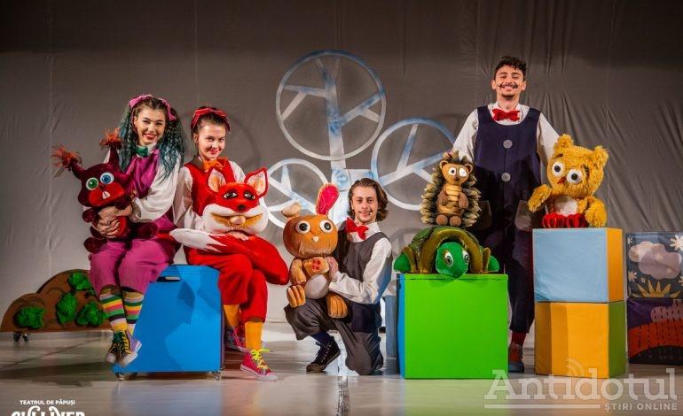 """Teatrul """"Gulliver"""" reia seria spectacolelor în aer liber cu povestea """"Ursul păcălit de vulpe"""""""