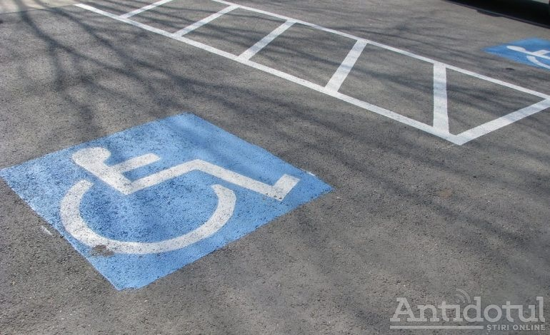 Amendă de 10.000 de lei și lăsat pieton, dacă ești handicapat și parchezi pe locurile rezervate persoanelor cu dizabilități