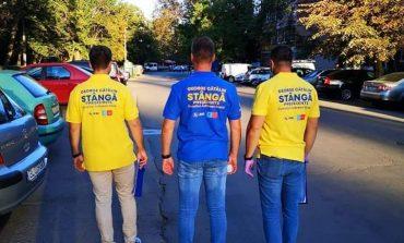 Pe la spate, pe la spate: manechinele masculine ale lui George Stângă dau de înțeles că se poate!