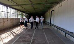 Lipa-lipa pe marginea bazinului apocaliptic. Ministrul Tineretului a vizitat Bazinul Olimpic din Galați