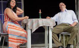 Iubitorii de teatru sunt invitați la premiera spectacolului LISELOTTE ÎN MAI, sâmbătă, în Curtea Interioară a Dramaticului. Serile de teatru continuă, duminică, cu parodia ROMEO & JULIET