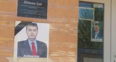 """VIDEO Victoria primarului mort de la Deveselu, sărbătorită în cimitir: """"Dom' primar, i-am bătut la curu' gol!"""""""
