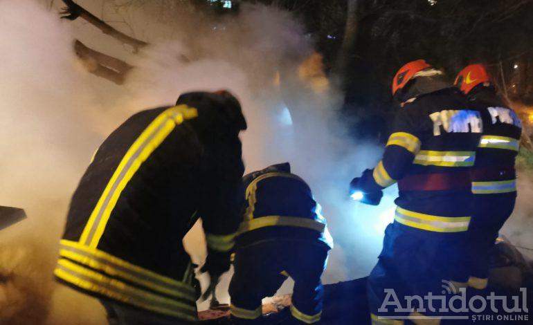 VIDEO Un om al străzii a incendiat un pet shop din Țiglina