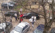 Niște retardați bat la tobe printre blocuri. Poliția e la șpriț - VIDEO