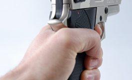 Un tânăr de 18 ani a intrat cu un pistol într-un supermarket din Galați