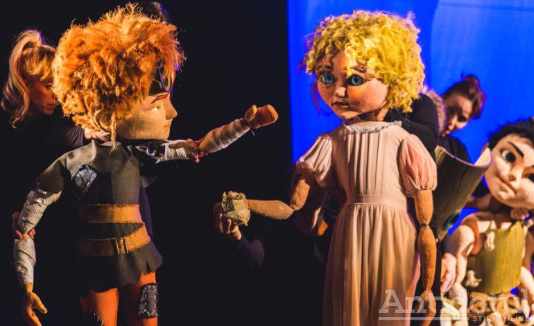 """Farmecul etern al copilăriei, în spectacolul Peter Pan,  de la Teatrul """"Gulliver"""""""