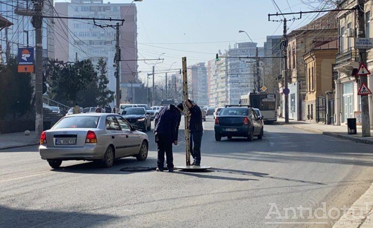 VIDEO / Nemascații de la Apă Cancan au intervenit în forță pe strada Brăilei