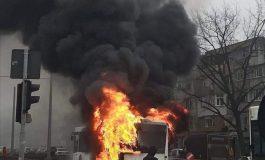 VIDEO Un autobuz în flăcări în orașul Galați