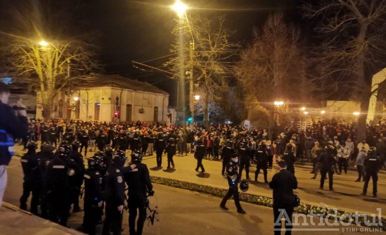 VIDEO Anti mască, ziua 2: 2.000 de oameni au protestat la Galați