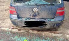 Un gălățean țeapăn de beat a lovit cu o creangă mașinile dintr-o parcare. Șapte mașini au fost avariate