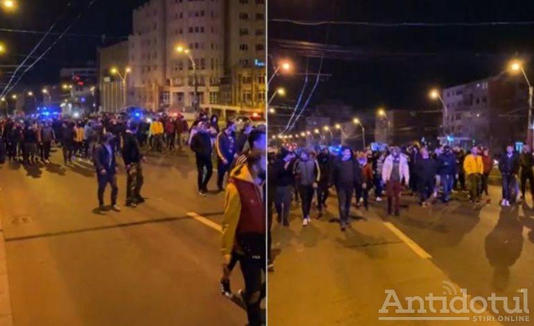 Protest nocturn la Galați. Oamenii au cerut renunțarea la restricții