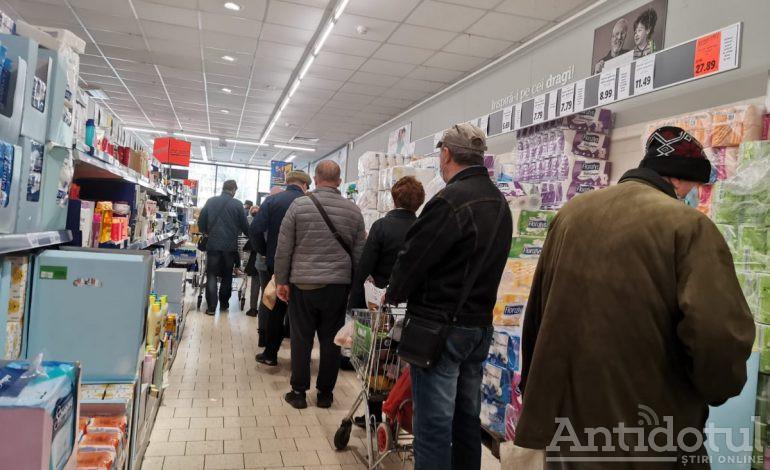 Shopping în vremuri tulburi: gălățenii se bulucesc în magazine și în stațiile PECO