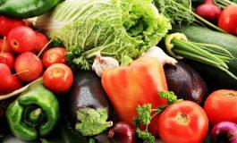 O covidioată vindea legume în piața din Micro 19, Galați