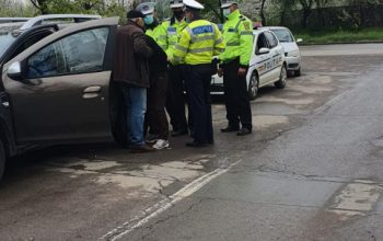 Un șofer beat mort a adormit într-o intersecție din Galați. Polițiștii nu i-au luat permisul deși bărbatul era la volan