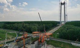 Ambuteiaj pe Dunăre. Autoritățile au interzis circulația navelor în zona podului de la Brăila