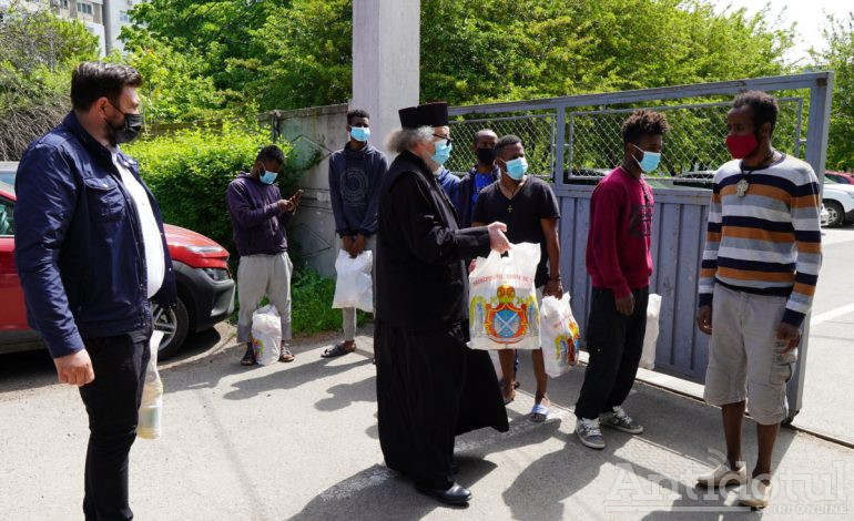 Somalezii, pakistanezii și sirienii au primit cadouri de la ÎPS Casian cu ocazia marelui praznic al Învierii Domnului