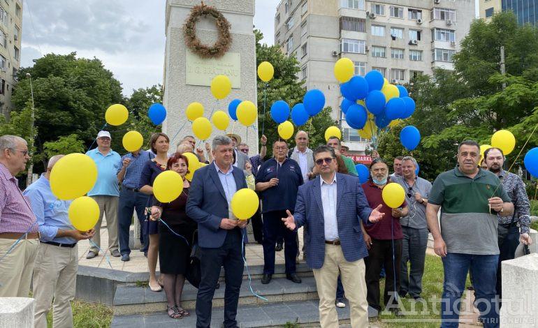 Opoziția din PNL e la nivel de balonașe
