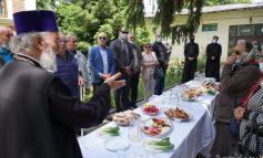 Agapă la Arhiepiscopia Dunării de Jos. ÎPS Casian a luat masa cu nevăzătorii