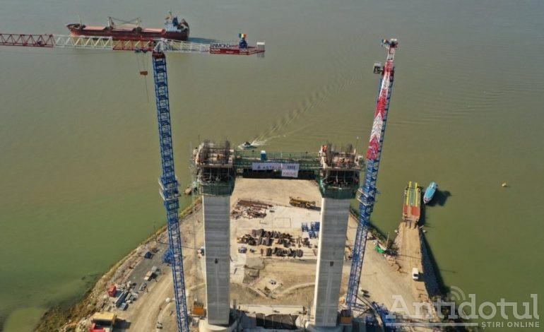 Podul de la Brăila a fost lansat deja la apă. Deocamdată, la cea din infiltrații (video)