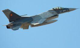 Un avion F-16 s-a rupt în bucăți deasupra județului Galați