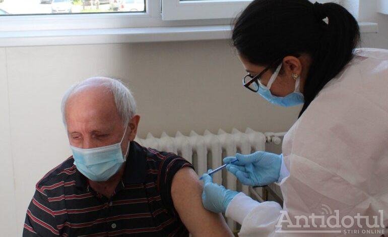 Campania de vaccinare și-a pus galoșii și s-a dus la țară. Echipele de vaccinare se află în satele din județul Galați
