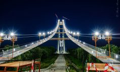 FOTO/Neterminat, dar luminat. Pe podul peste Dunăre s-a aprins lumina