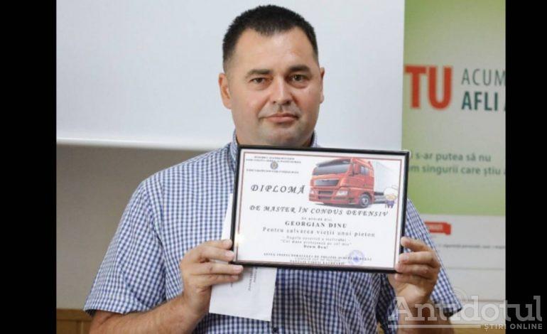 Șoferul de tir care i-a mai dat zile babei recalcitrante a fost premiat de Poliția Română