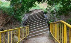 Aventura parc în parcul lui Durbacă. O alee s-a surpat din cauza ploilor torențiale din iunie