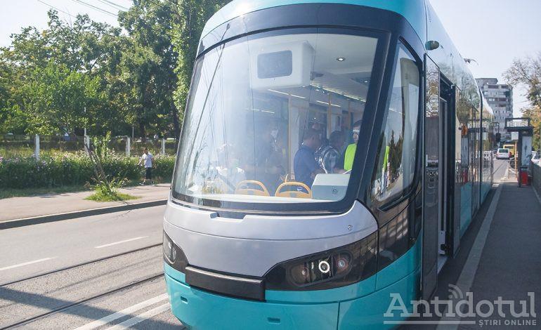 VIDEO Un tramvai numit dorință. Primul tramvai nou din ultimii 40 de ani a ajuns la Galați