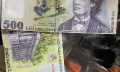 Filme cu proști: un individ a încercat să cumpere un pachet de țigări cu o bancnotă de 500 de lei trasă la xerox