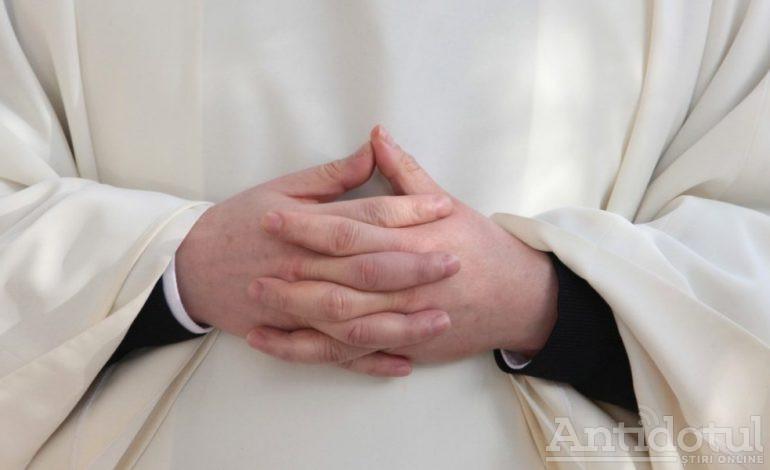 Un tânăr păcătos a făcut bani frumoși pretinzând că este preot. El strângea donații de la credincioșii naivi