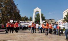 VIDEO Sindicaliștii Transurb au ieșit în stradă pentru salarii mai mari. Conducerea societății a anunțat că urmează concedieri
