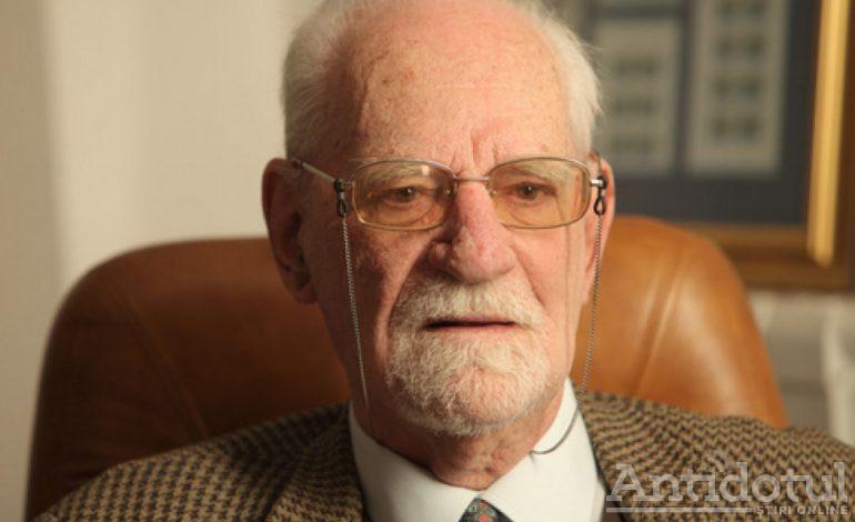 Academician cu 75 de ani de practică medicală vs doctorii în Google – VIDEO