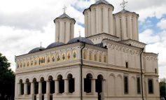 Dă-i Doamne românului mintea cea din urmă: Patriarhia îi îndeamnă pe credincioși să aibă încredere în medici