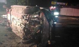 Accident pe Drumul de Centură. Un taxi s-a răsturnat, cinci persoane au ajuns la spital