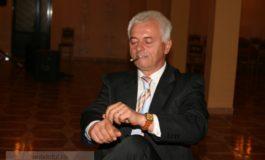 Jurnalizdul Iulian Voicu pozează în S.O. Frîntu, din partea UDMR