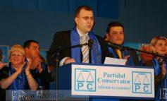 Culturnicul Răzvan Avram a fugit iar să toace bani