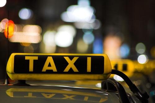 Cheamă un taxi şi priveşte-l cum te aşteaptă ca prostu'