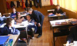 Elevi săraci ajutaţi să facă performanţă