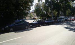 Enunţ: se dau 14 maşini staţionate aiurea în faţa Poliţiei Rutiere. Se cere măcar un loc de parcare