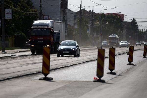 Măcinaţi de foame, regii asfaltului din Galaţi se bat să pună laba pe 30 de milioane de euro, în Brăila