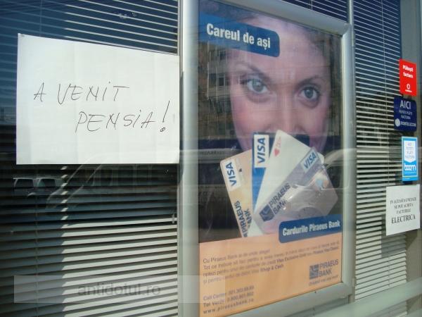 Anunţ apocaliptic pe geamul Piraeus Bank