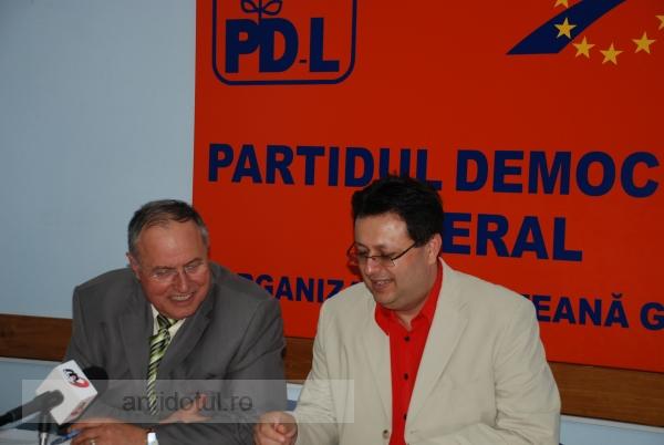 Mircea Toader şi Marius Necula au început acţiunea de împărţire a PDL-ului
