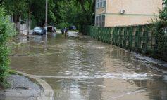 Gelu Stan de la Apă Canal şi-a tras piscină în plină stradă