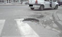 Și cu gropile de pe străzile mici cum rămîne?